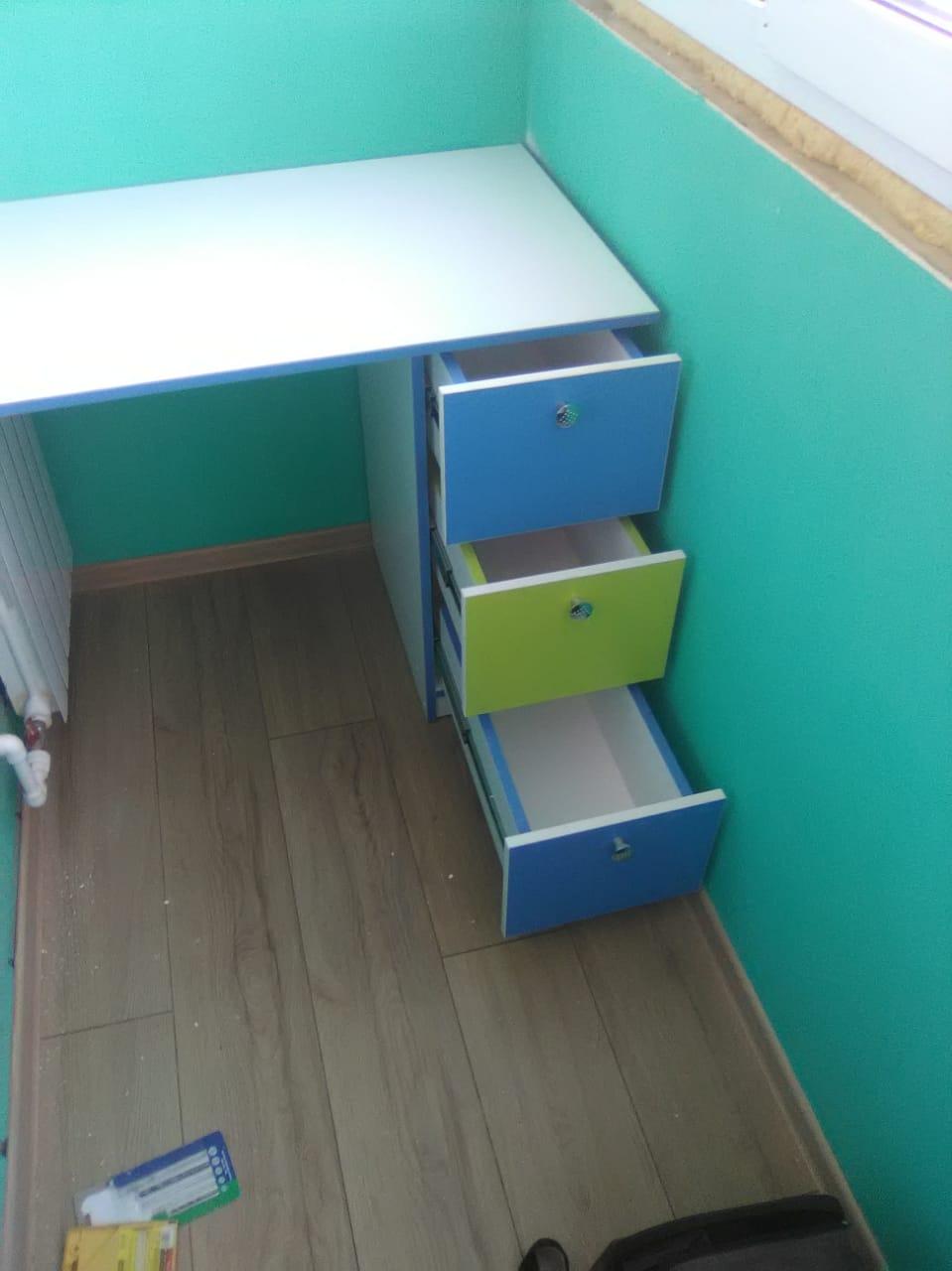 стол с ящиками на балкон