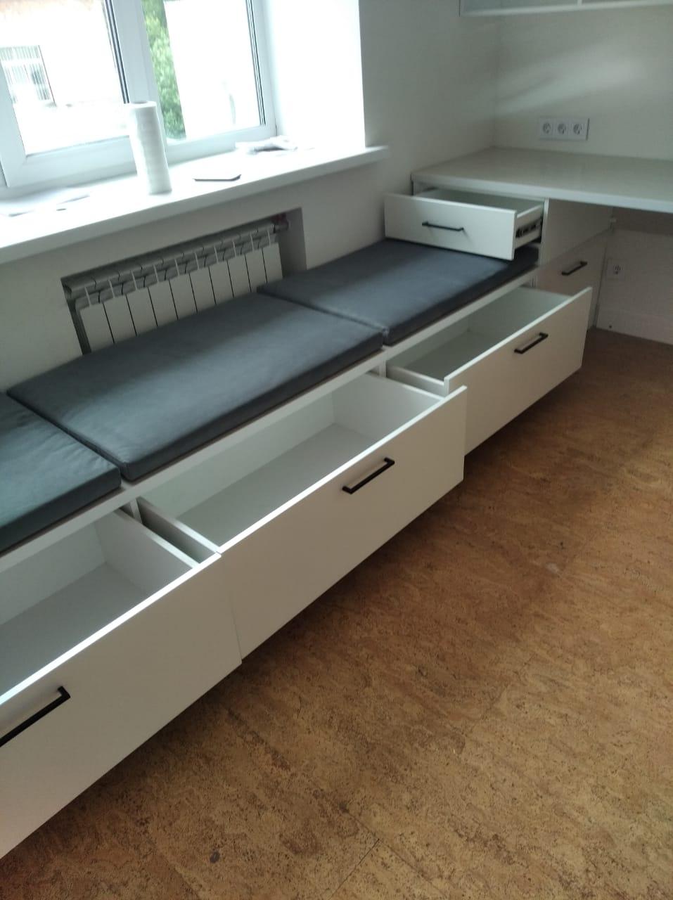 Полки с диваном на заказ в Новосибирске2