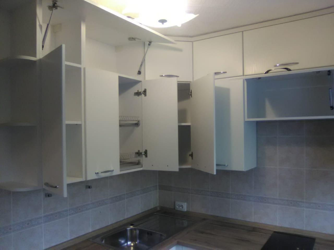 Уютная кухня со встроенной техникой на заказ в Новосибирске2