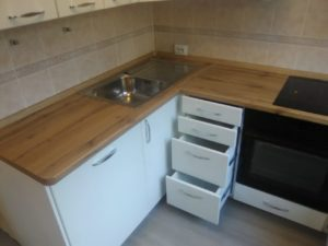 Уютная кухня со встроенной техникой на заказ в Новосибирске3
