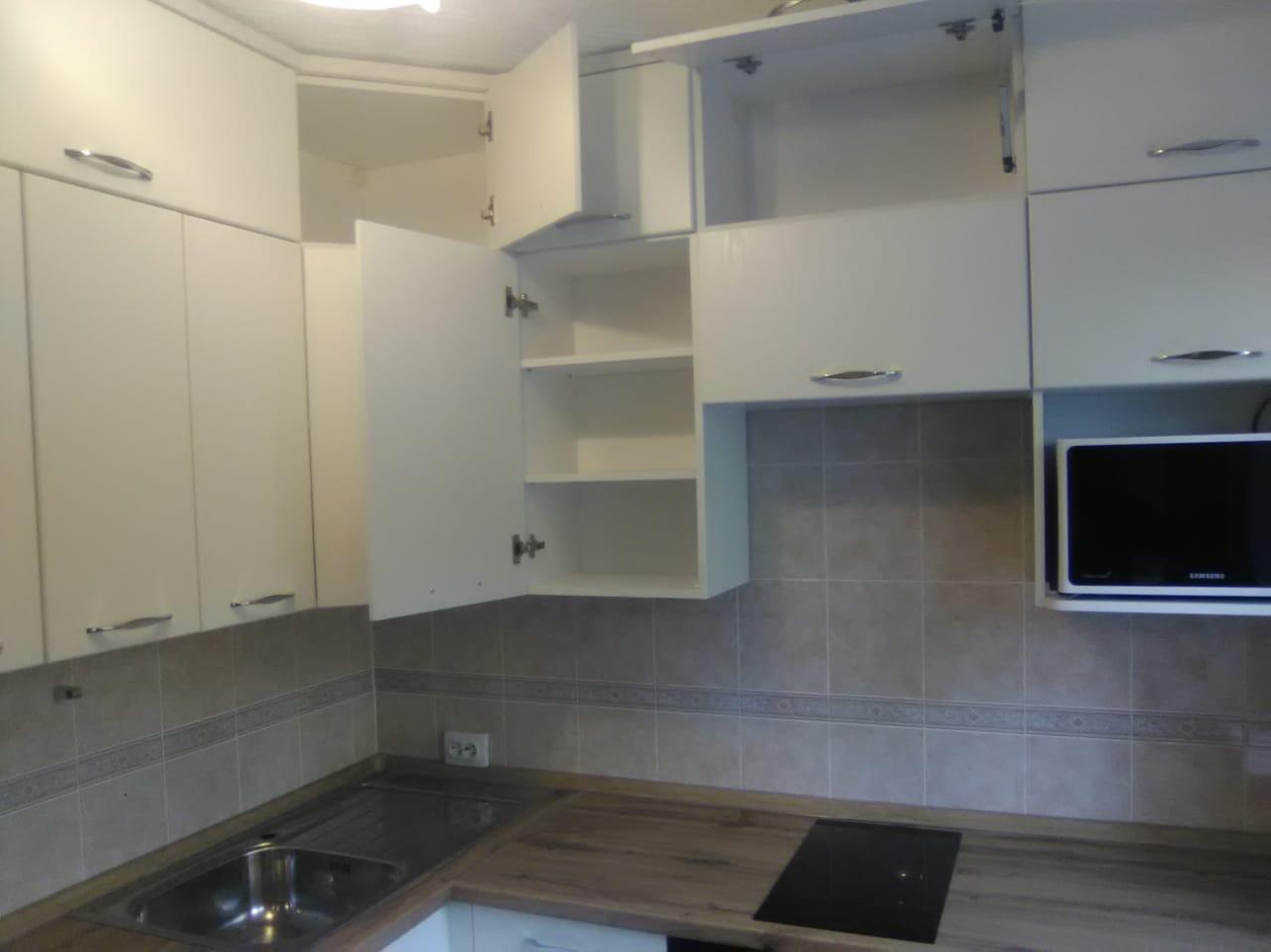 Уютная кухня со встроенной техникой на заказ в Новосибирске6