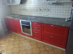 Шикарная кухня в красных тонах на заказ НСК