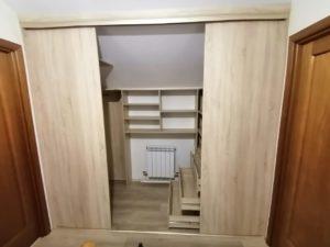 шкаф купе скрытые полки