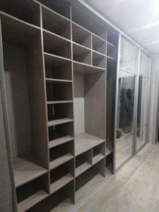Шкаф купе со скрытыми ящиками и полочками в Бердске